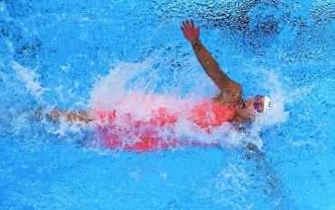 Perenang Cina Liu Xiang memacu kecepatan pada babak final nomor Gaya Punggung Putri 50 meter Asian Games ke-18 Tahun 2018 di Aquatic Center, Gelora Bung Karno, Jakarta, Selasa (21/8).