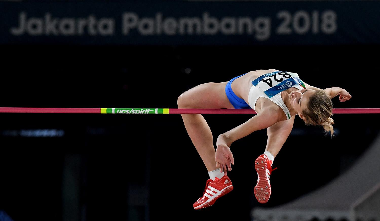 Atlet Uzbekistan Svetlana Radzivil beraksi pada perlombaan nomor Loncat Tinggi Putri Final Asian Games ke-18 Tahun 2018 di Stadion Utama Gelora Bung Karno Senayan, Jakarta, Rabu (29/8).