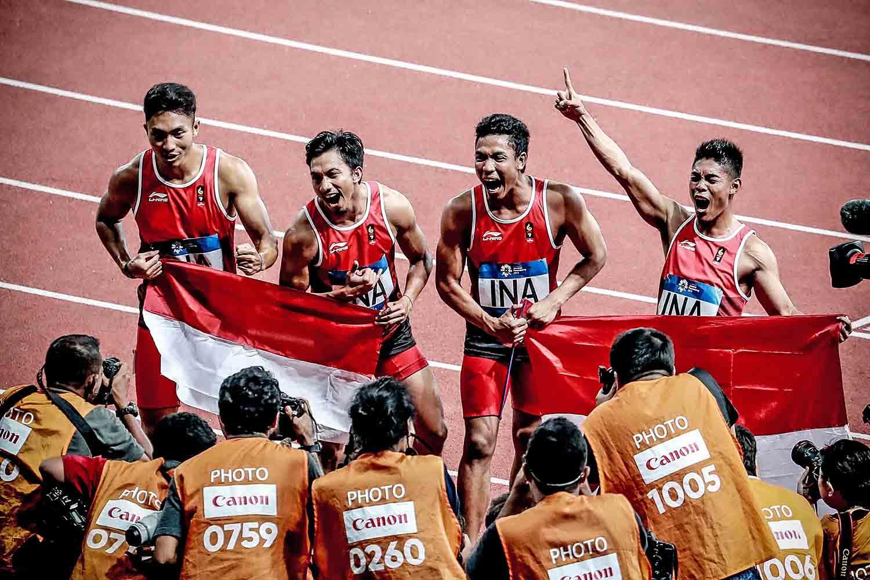 Pelari tim estafet putra Indonesia