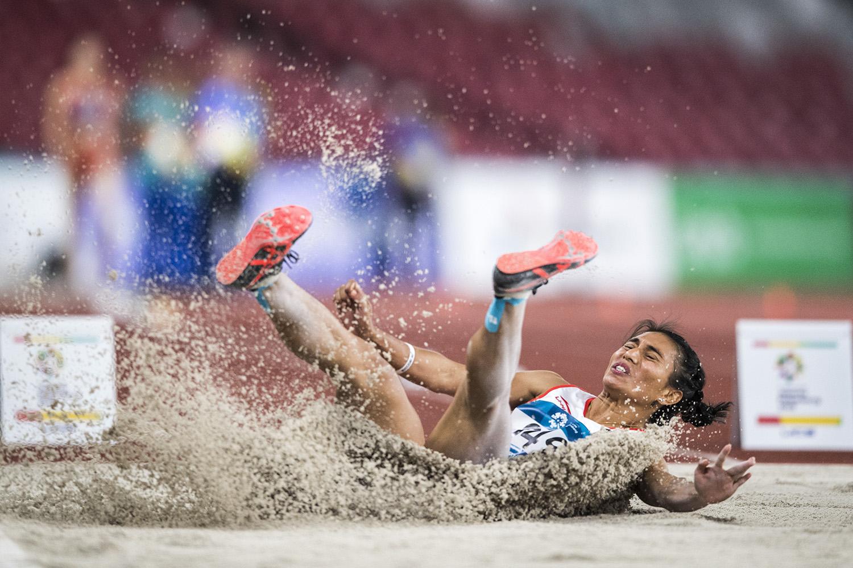 Atlet Lompat Jauh Indonesia Maria Londa saat tampil pada babak final Lompat Jauh Putri Asian Games 2018 di Stadion Utama Gelora Bung Karno, Senayan, Jakarta,
